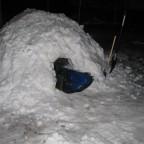 Die Schneeschippen als Größenvergleich